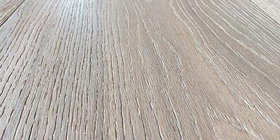 Plankegulv i børstet eg