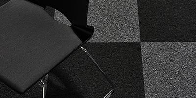 Tæppeflisen Classic i sort og grå