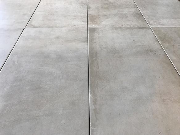 Kæmpestor Ogan Gris - Praktisk lysegrå klinke i betonlook SY52